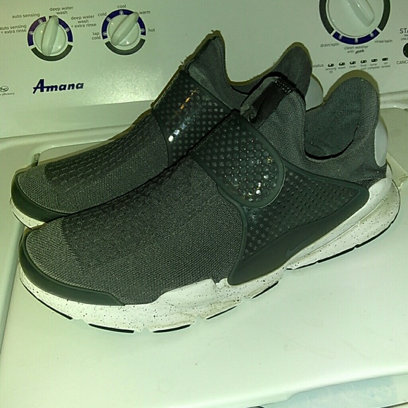 cheap for discount 0654d 804fb Men's Nike Sock Dart Running Shoe Gray Size 13